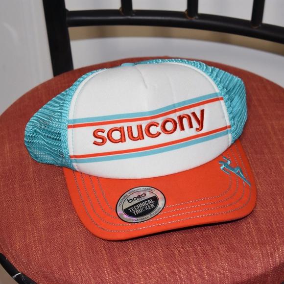 Saucony Truckers Hat. M 5be32e20baebf6b8faa717e1 91264bd32a9